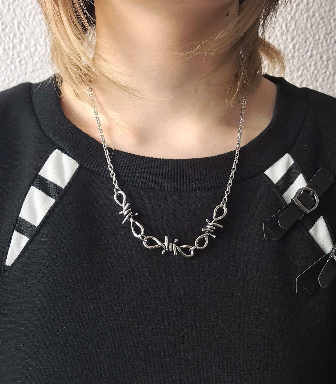 有刺鉄線ネックレス