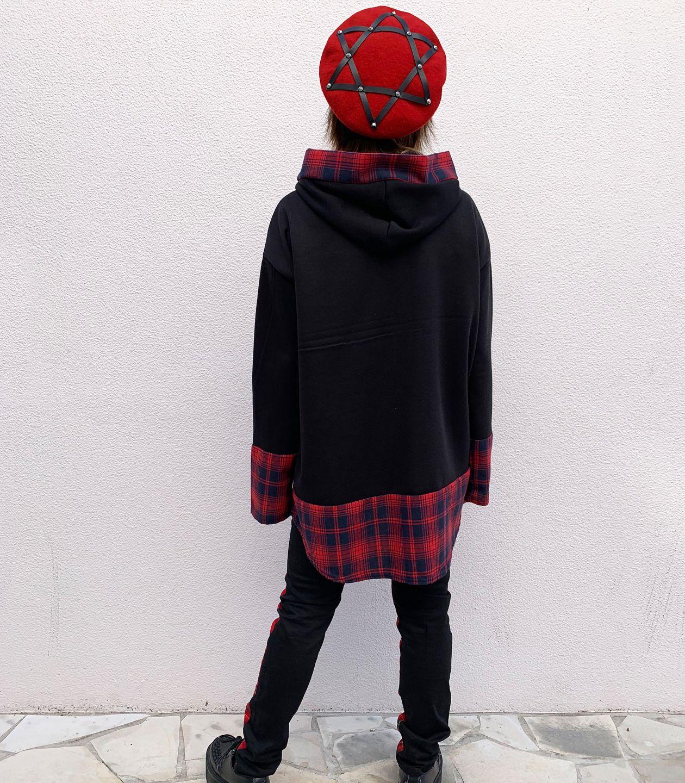 モデル身長162cm/着用サイズF/着用カラーBLACK/RED