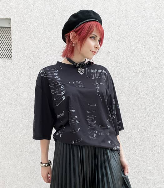 SAFETY PINS Tシャツ